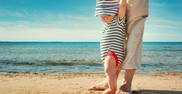 Baby am Sandstrand